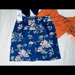 Vintage floral Liz wear high waisted denim skirts.
